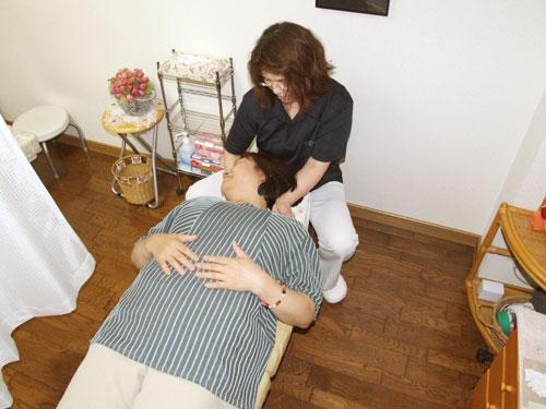 首(頸椎)への施術   美容矯正・整体の施術の流れ